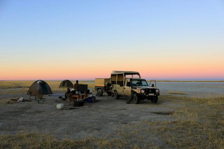 Abenddämmerung im Camp