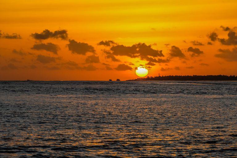 Sonnenuntergang auf dem Meer erleben