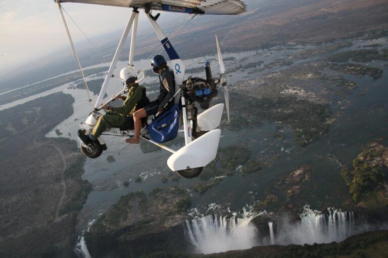 Wahnsinns-Aussicht beim Flug mit dem Ultraleichtflieger über die Victoriafälle