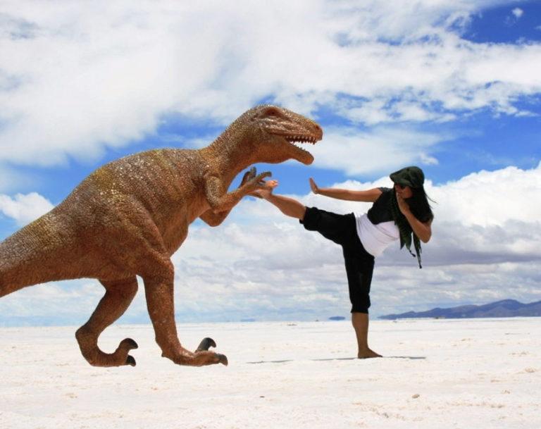 Die unendliche Weite des Salzsees ist perfekt für bizarre Fotoshoots