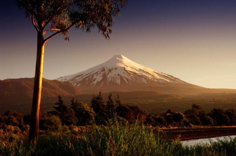 Der schneebedeckte Vulkan Villarrica