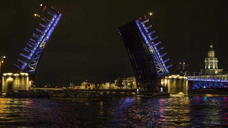 Perfekter Ausklang: Eine mitternächtliche Bootsfahrt über die zahlreichen Kanäle