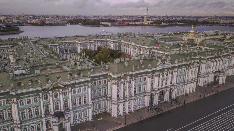 Das Eremitage Museum war 200 Jahre lang der Wohnsitz der Zaren