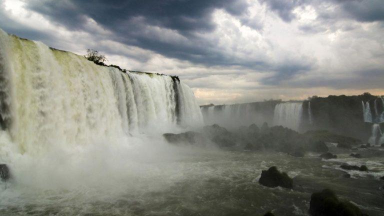 Das Getöse der Wassermassen ist kilometerweit zu hören