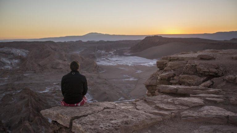 Den Sonnenuntergang im Tal des Mondes genießen
