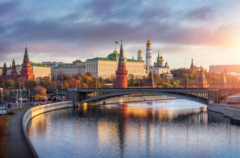 Den Sonnenaufgang über dem Kreml genießen
