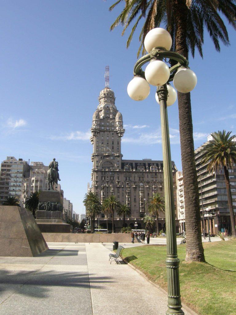 Der markante Palacio Salvo in Montevideo