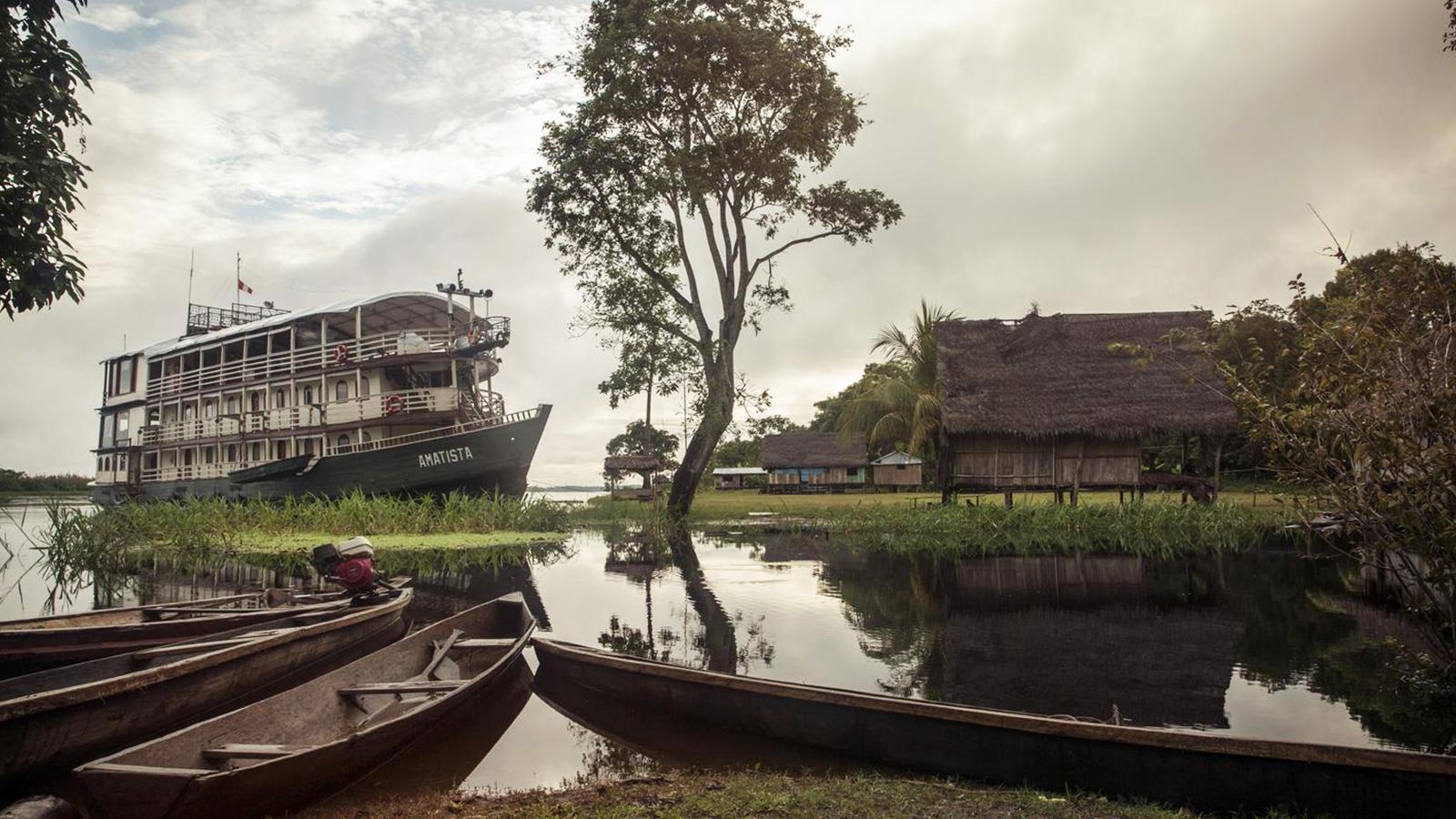 Flusskreuzfahrt auf dem Amazonas in Peru Schiffstour Südamerika