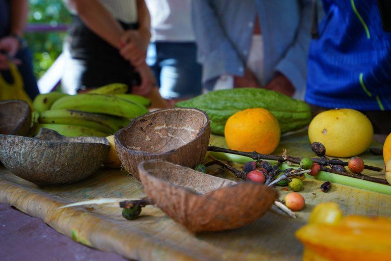 Frische Früchte und leckeres Essen