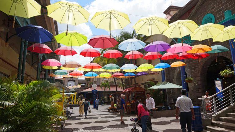 Farbenfrohe Regenschirme