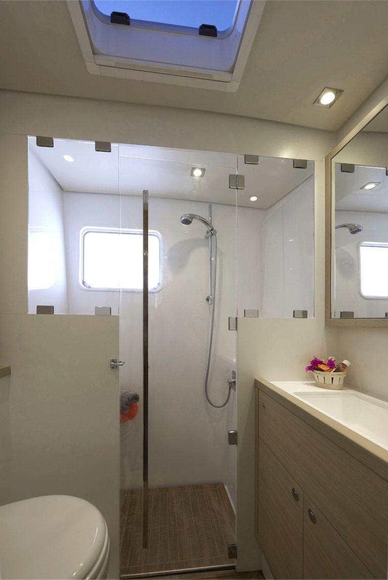 Badezimmer auf der Lagoon 620