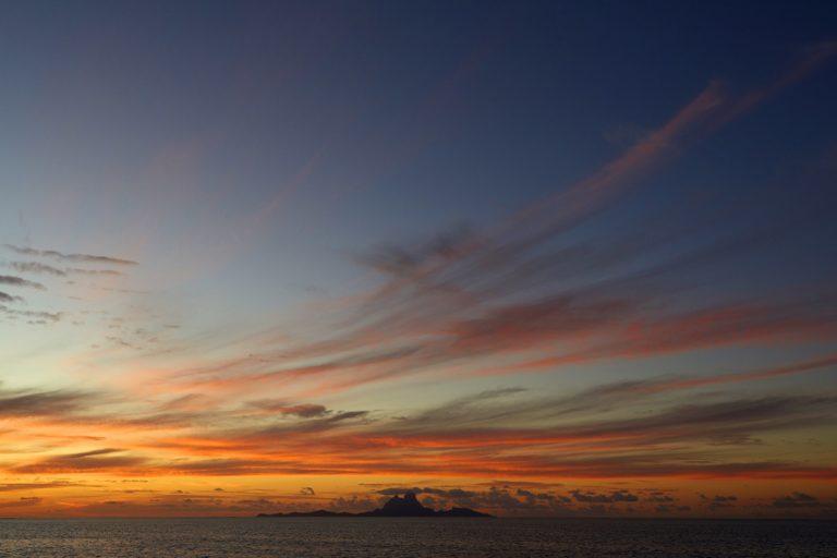 Malerischer Sonnenuntergang über dem Ozean