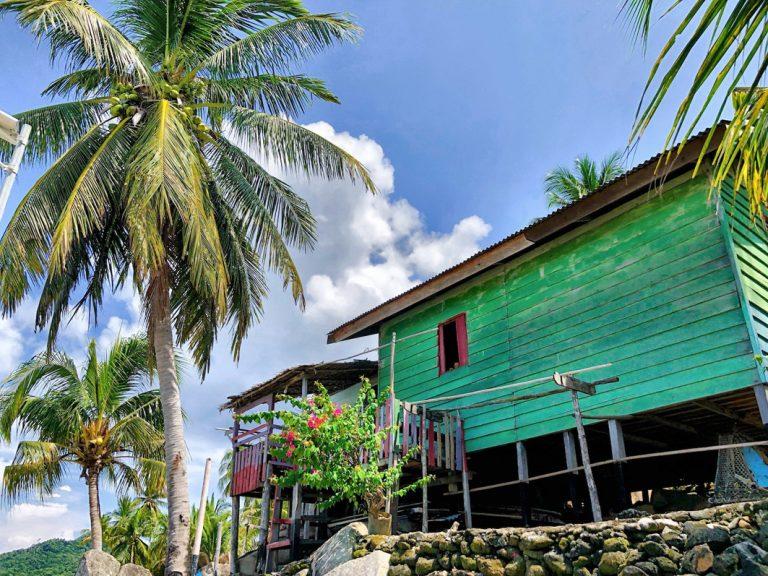 Farbenfrohe Häuser der Einheimischen