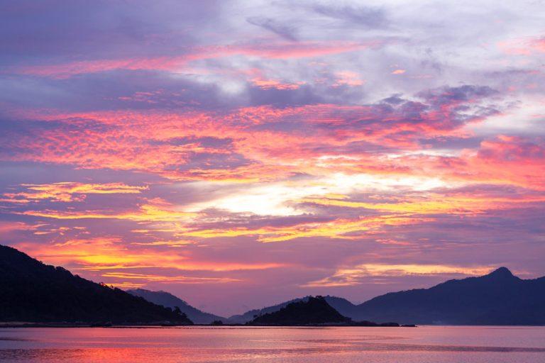 Traumhaftes Farbenspiel des Sonnenuntergangs