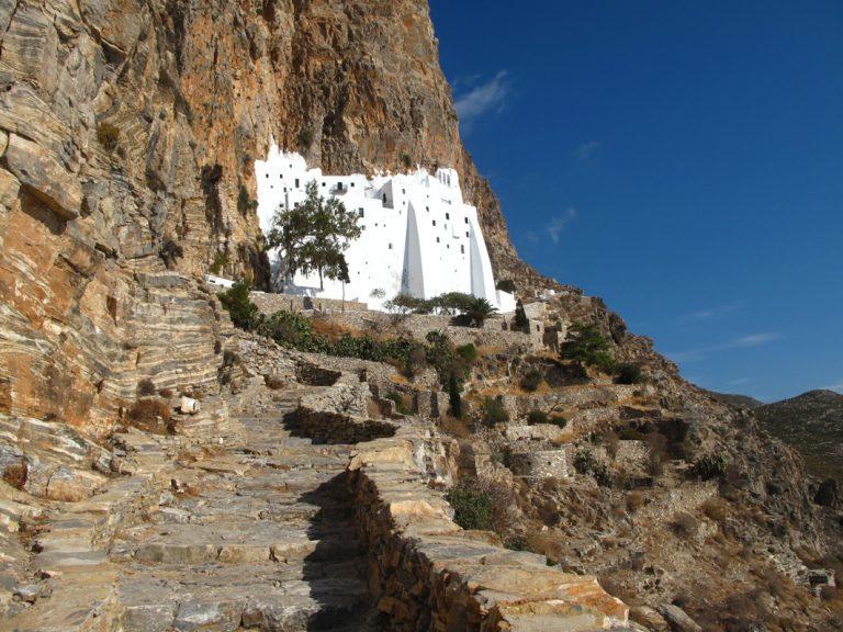 Das Kloster Chozoviotissa in einzigartiger Lage auf Amorgos