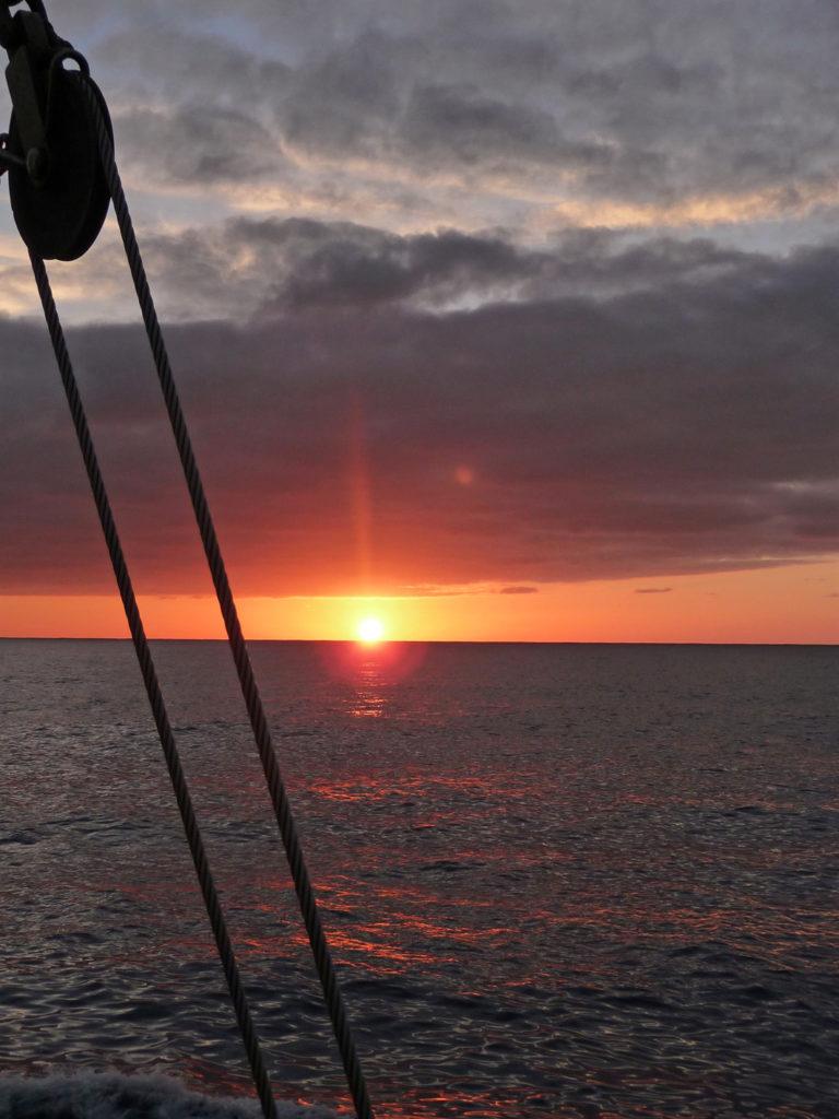 Malerische Sonnenuntergänge auf dem Meer erleben