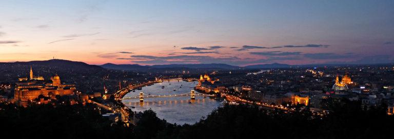 Den Sonnenuntergang über Budapest genießen