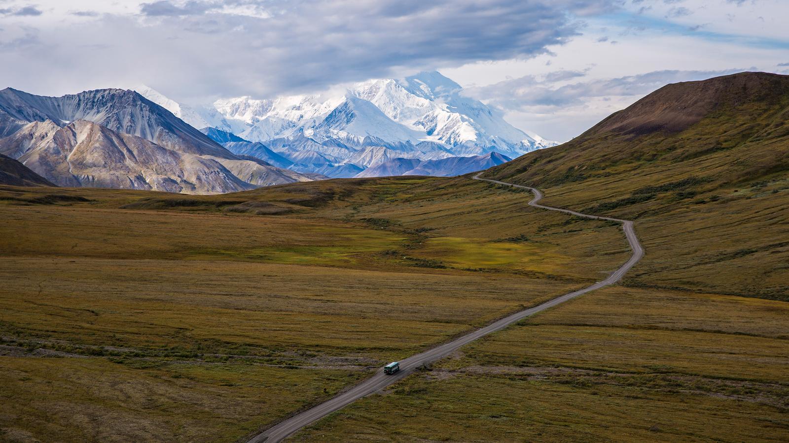 Alaska Camping urlaub für junge Leute in der Gruppe mit Denali Nationalpark traveljunkies