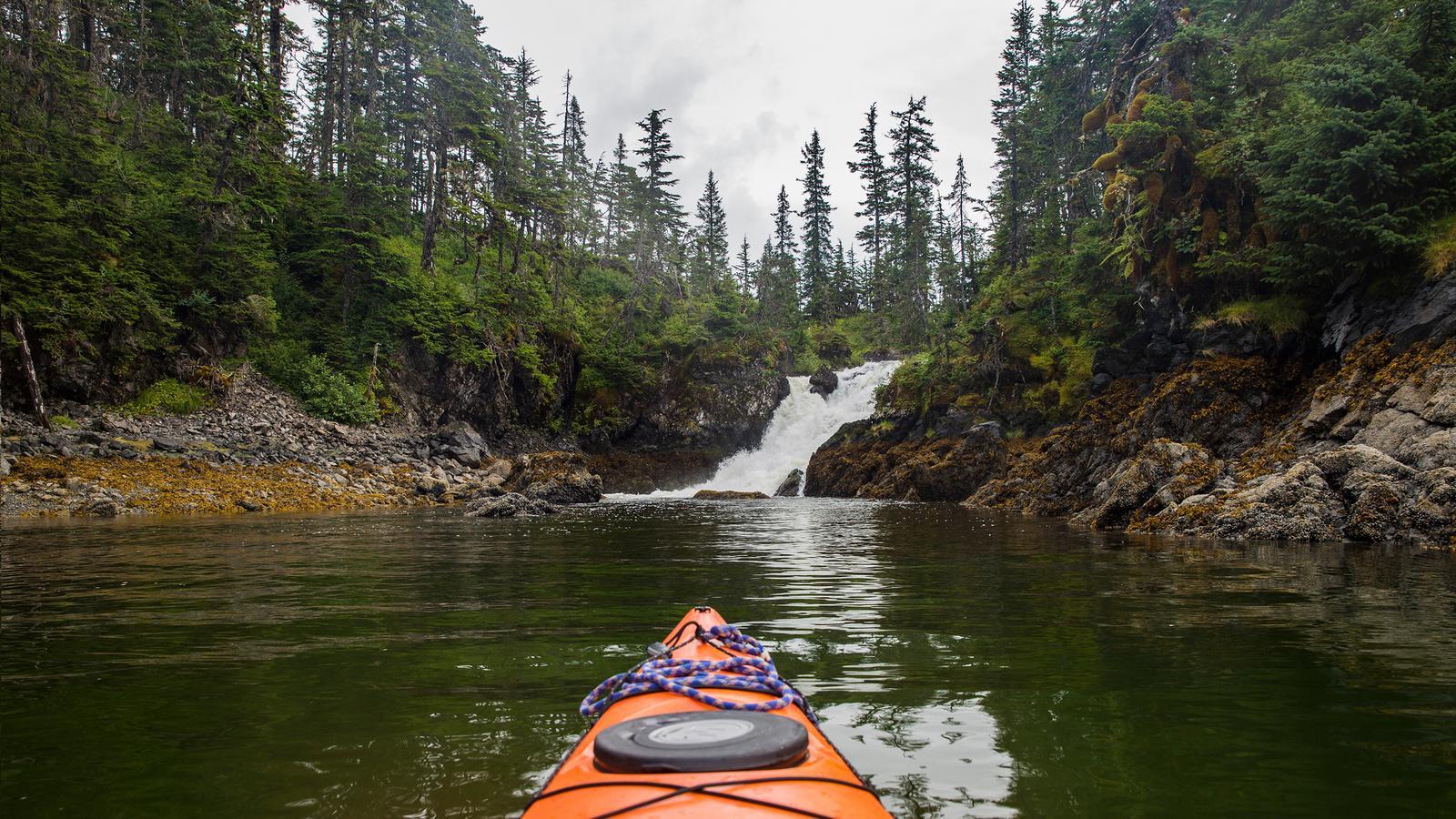 Alaska Camping urlaub für junge Leute in der Gruppe traveljunkies
