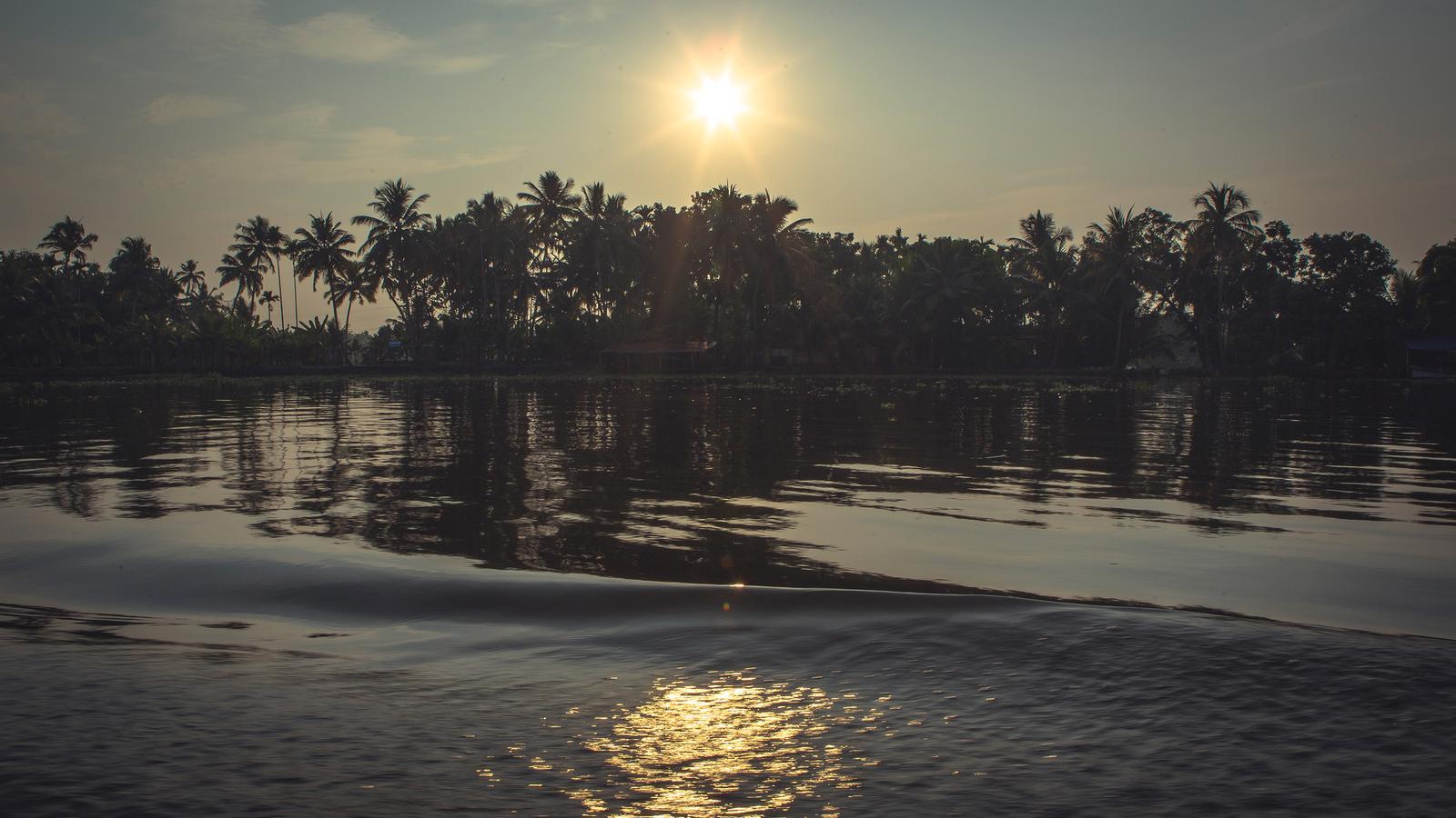 Backwaters Indien Reise für junge Leute in der Gruppe traveljunkies