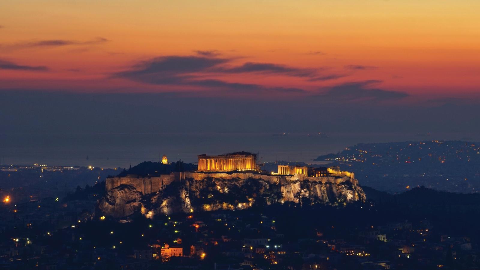 Griechisches-Inselabenteuer-mit-dem-Boot-Segeltörn-Griechenland-Reisen-für-junge-Leute-traveljunkies