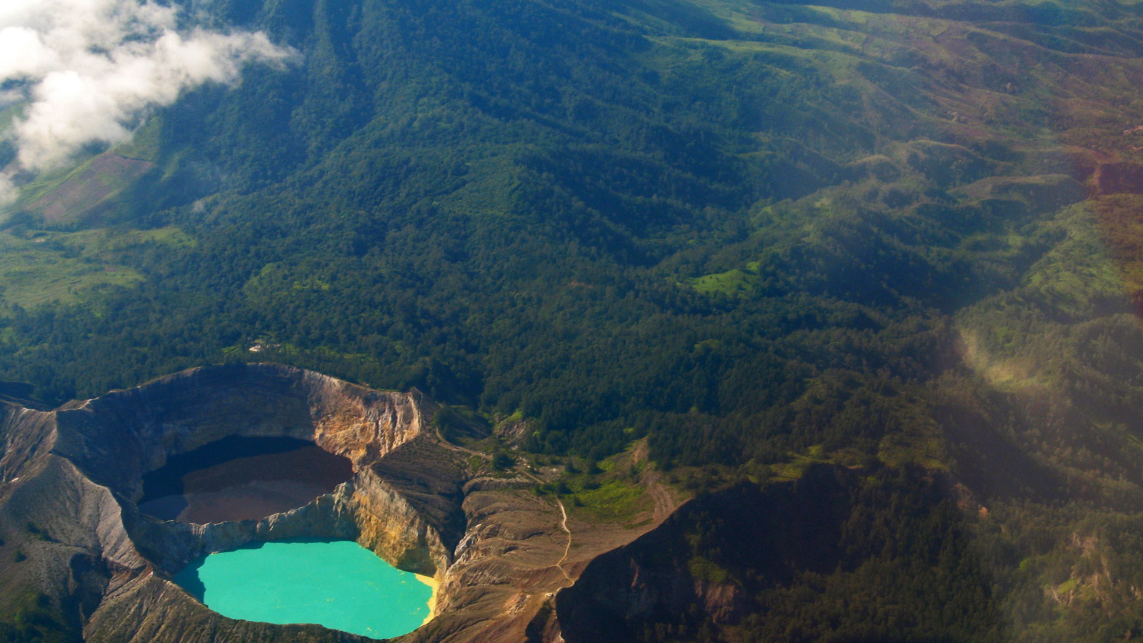 Gunung Kelimutu auf Flores in Indonesien traveljunkies