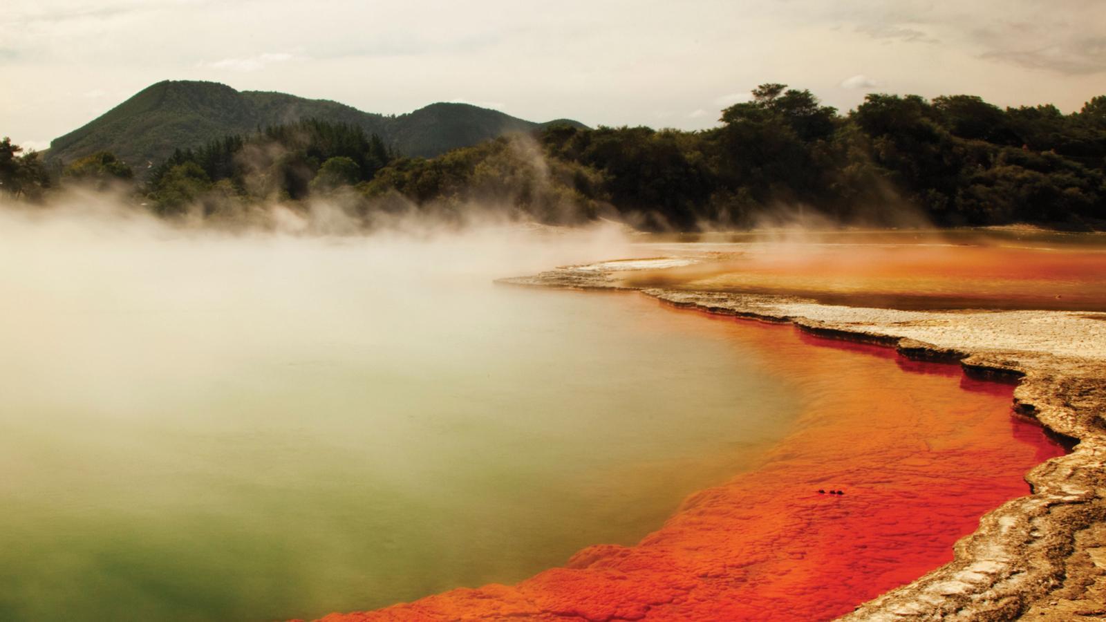 heiße Quelle in Neuseeland mit vulkanischen Aktivitäten