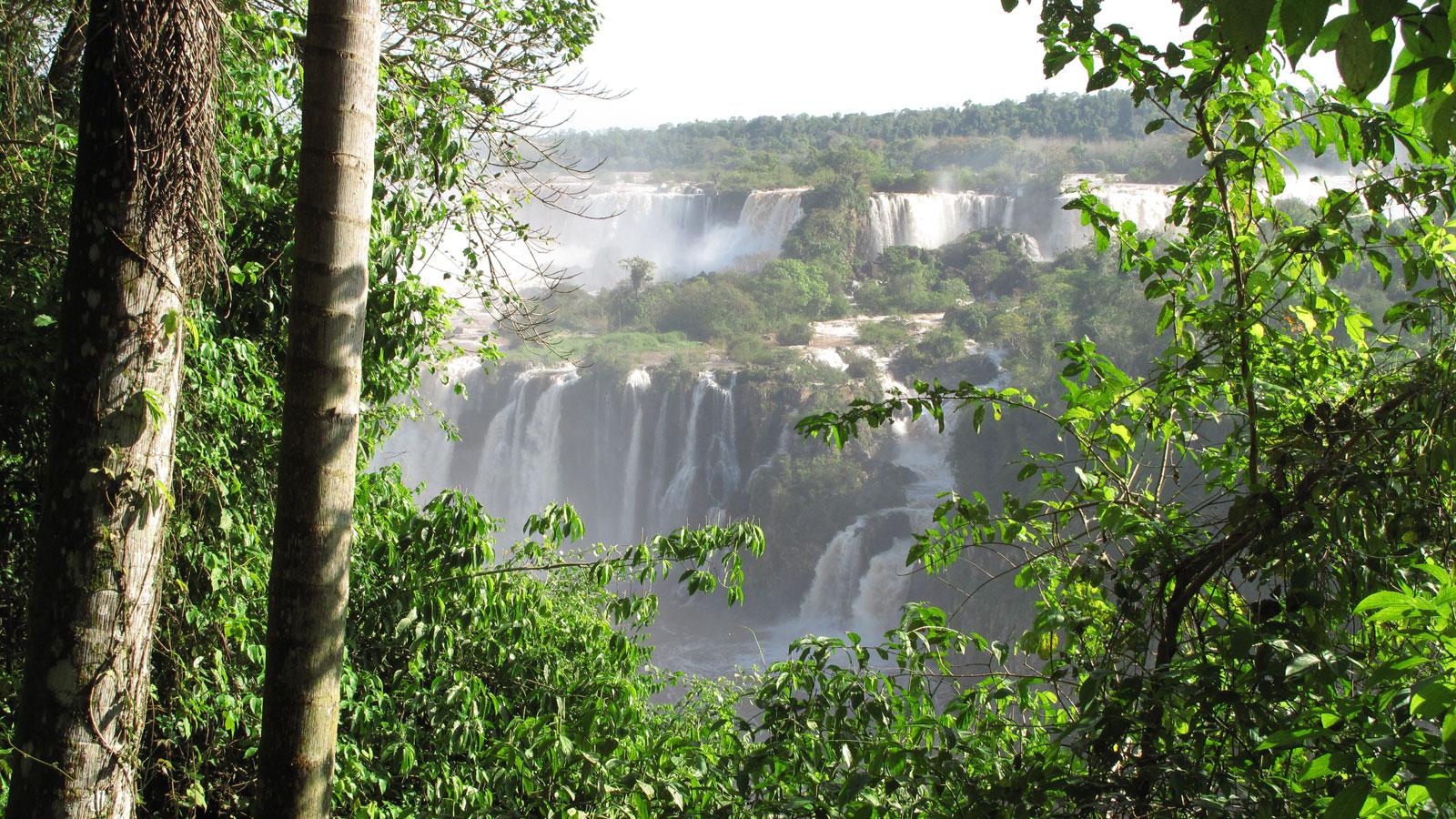 Iguazu Wasserfälle in Brasilien und Argentienien, Foz do Iguaçu. traveljunkies Reisen für junge Leute