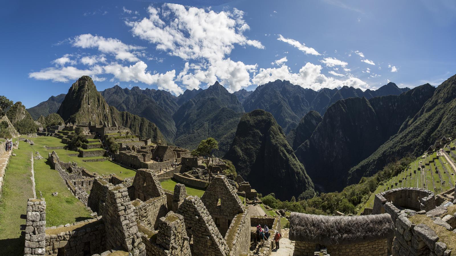 Machu Picchu Peru Reise für junge Leute in der Gruppe traveljunkies