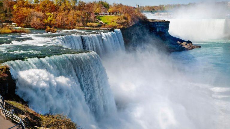 Niagarafälle USA Reise für junge Leute in der Gruppe Amerika preiswert reisen traveljunkies