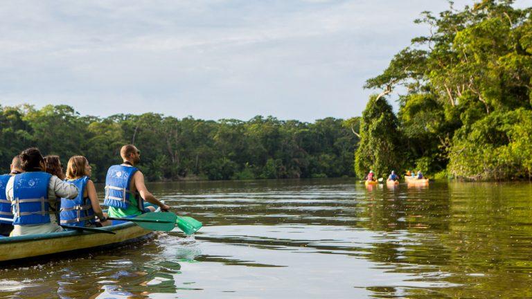 Raften, Surfen und Kajaken in Costa Rica Aktivreise Gruppenreise traveljunkies