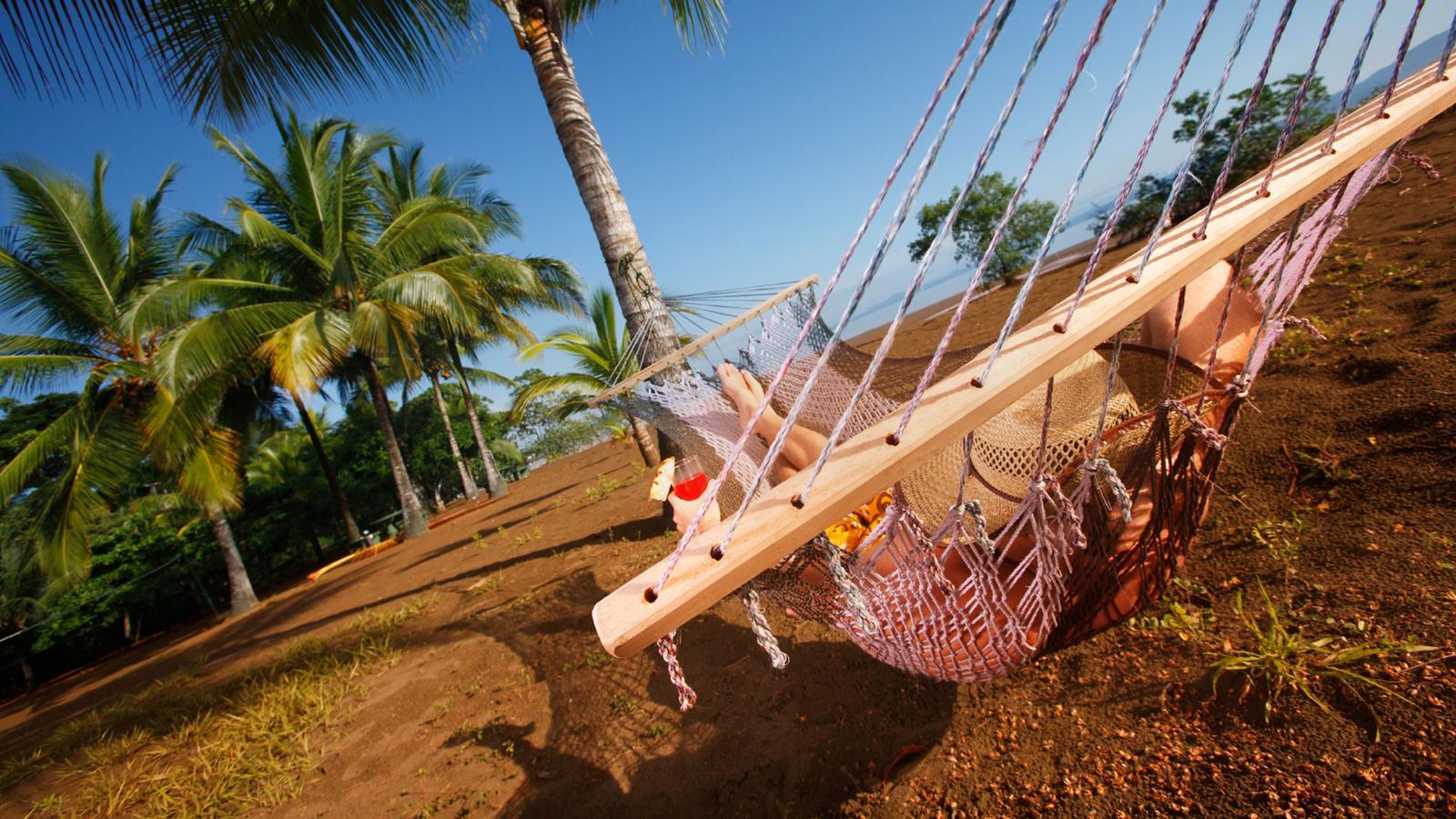 Hängematte am Strand von Samara in Costa Rica.