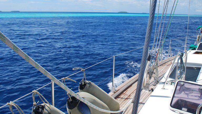 Segeln auf den Malediven Segeltörn Honeymoon Segelabenteuer traveljunkies
