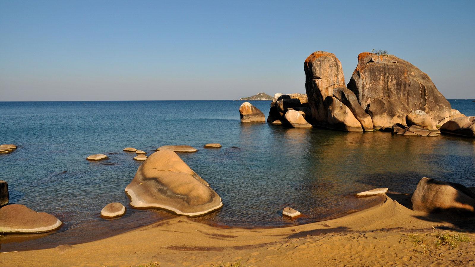 Strand am Malawi See Safari, Erlebnisreise, Abenteuerreise traveljunkies