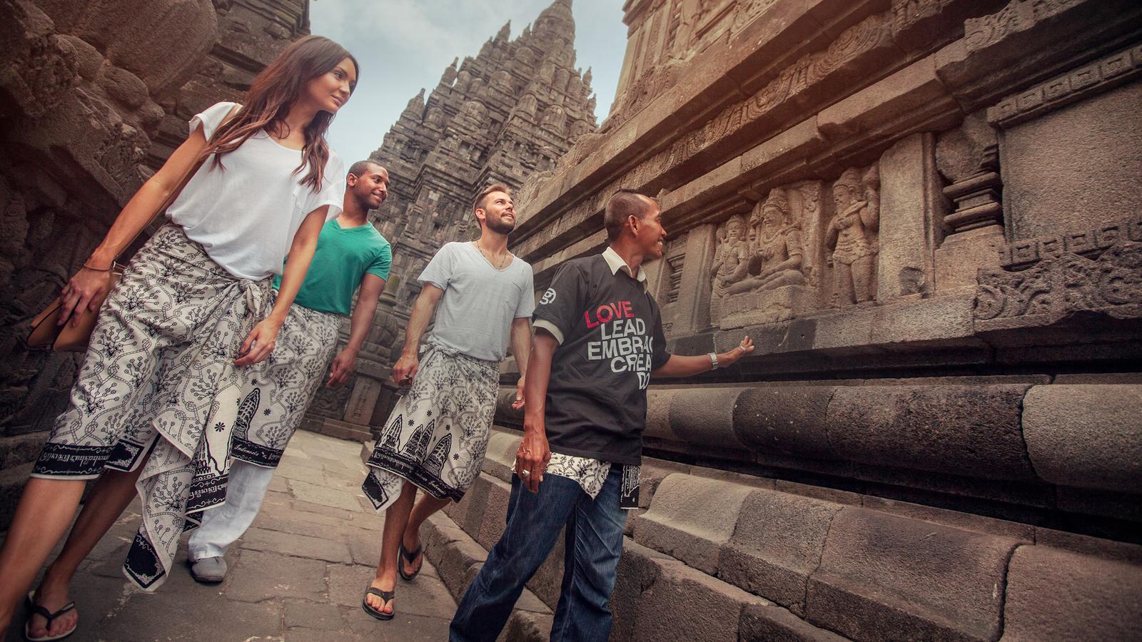 Reisen für junge Leute traveljunkies Bali Indonesien Sumatra Java Abenteuerreise Erlebnisreise Gruppenreise Adventure Prambanan Borobudur