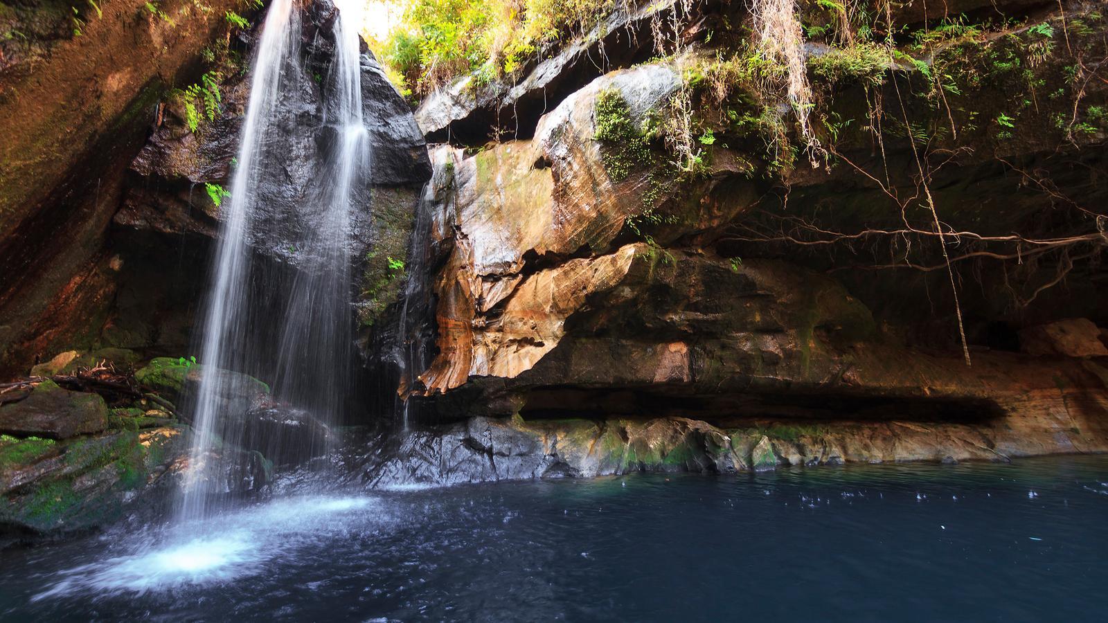 traveljunkies Madagaskar Abenteurreise Rundreise Wasserfall Afrika Gruppenreise Erlebnisreise