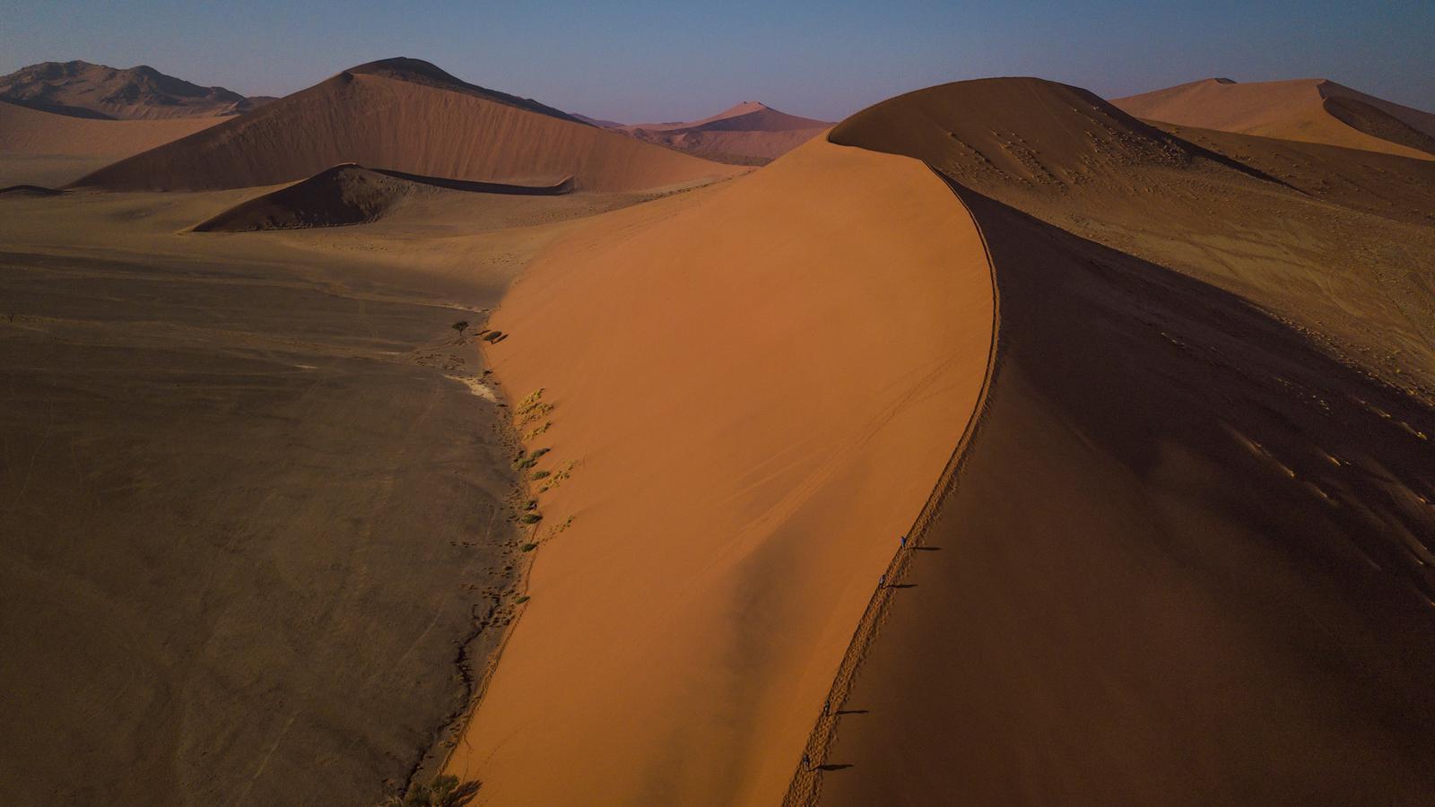 traveljunkies Namibia Düne Namib-Wüste Gruppenreise Abenteuerreise Etosha Nationalpark National Geographic