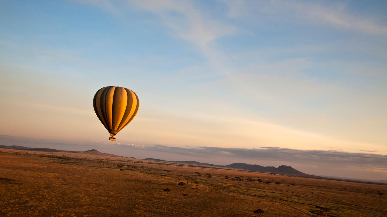 traveljunkies Tansania Heißluftballon Safari Game Drive Gruppenreise Erlebnisreise Afrika Abenteuerreise Great Migration Ngorongoro Krater Serengeti Nationalpark